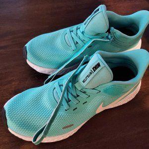 Nike Revolution Women Size 7 shoe